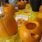 Kürbisschnitzen für Halloween